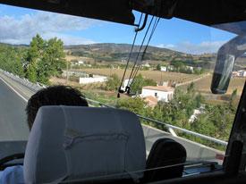 Blick aus einem Reisebus